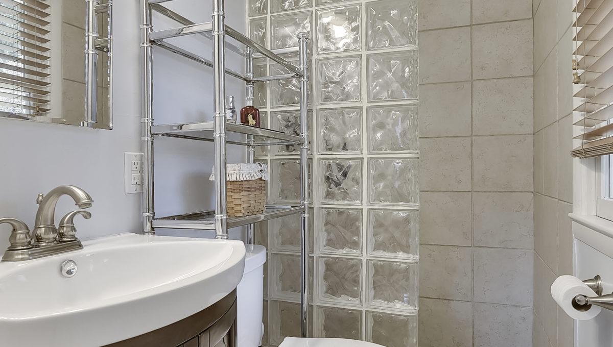 Upper Level-Master Bath-_HAA2591