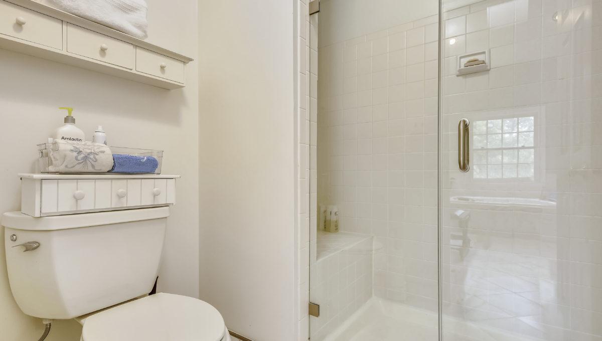 Upper Level 1-Bath-_MG_6851