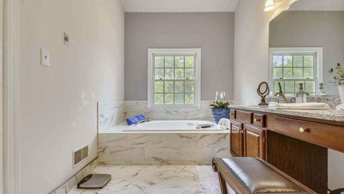 Upper Level 1-Master Bath-_MG_6846