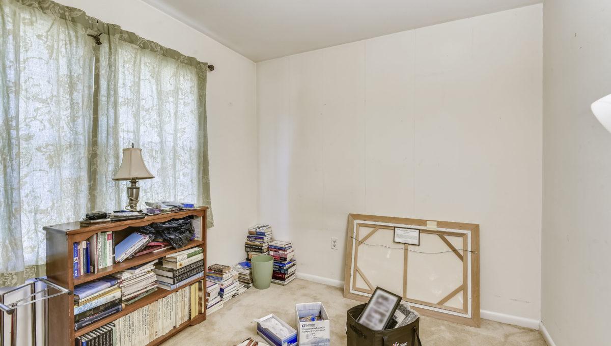Upper Level-Bedroom-_2047221