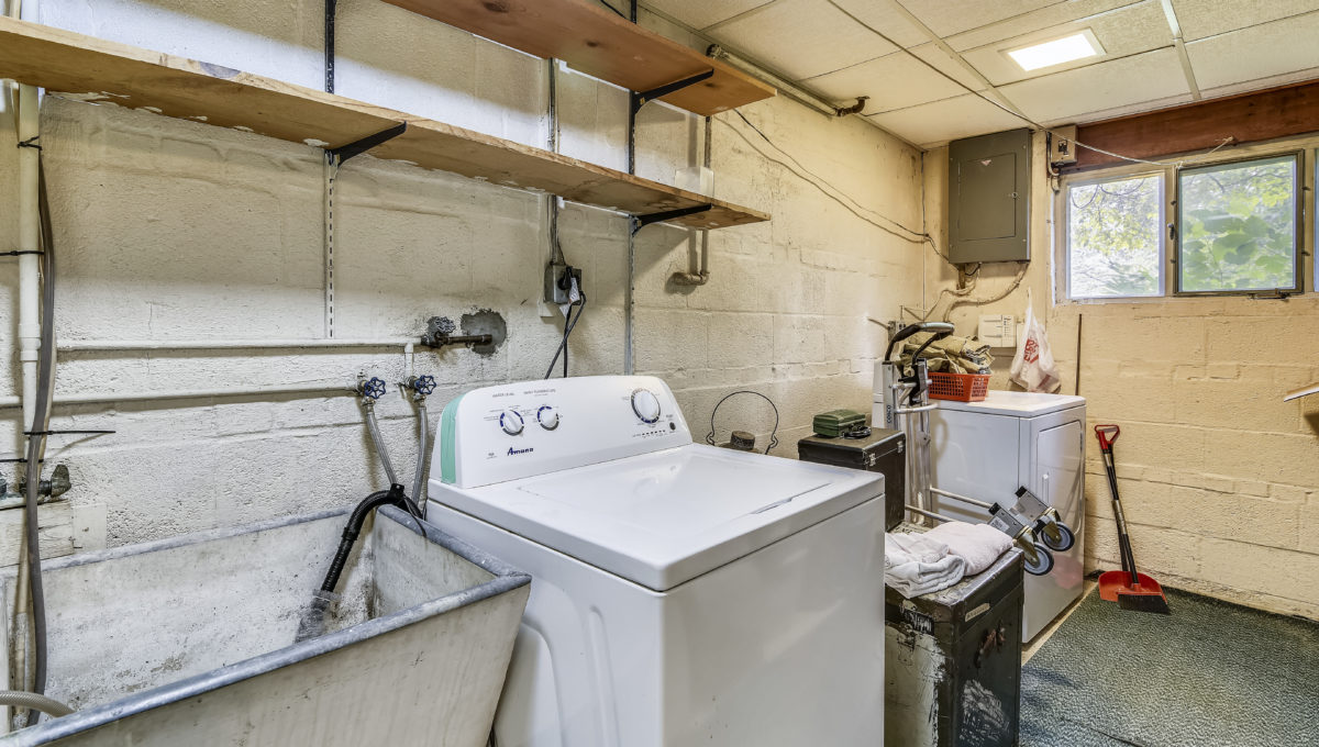 Lower Level-Washer Dryer-_KMR7676