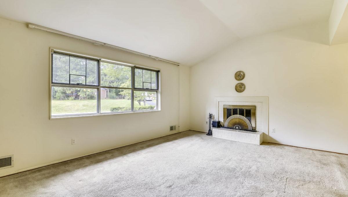 Main Level-Living Room-_KMR7571