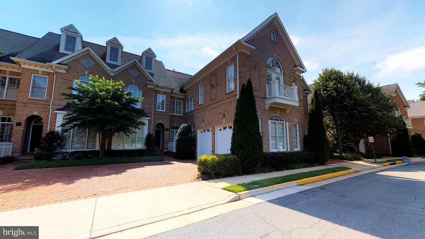 Stately brick courtyard home in premier community of Farrcroft